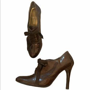 Vintage Linea Paola patent lace booties